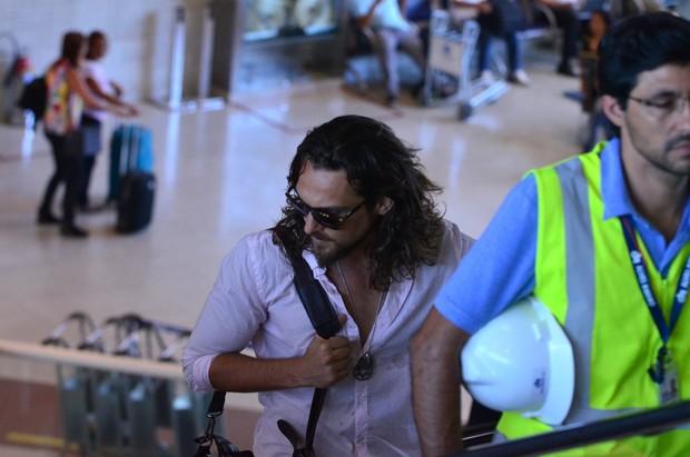 Igor Rickli no aeroporto (Foto: William Oda / Foto Rio News)