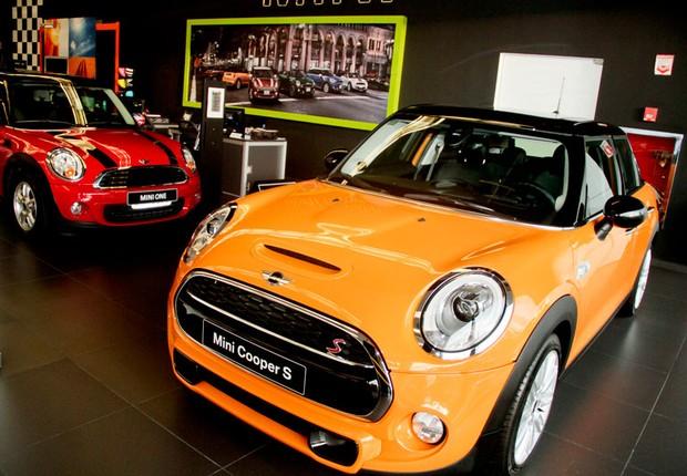 Concessionária de carros importados (Foto: Reprodução/Facebook)