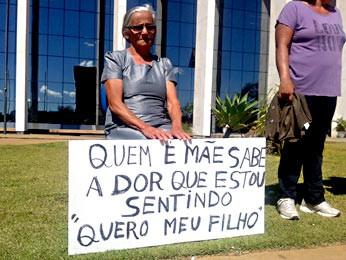 Mãe do homem que desapareceu após uma suposta ação policial (Foto: Gabriella Julie/G1)