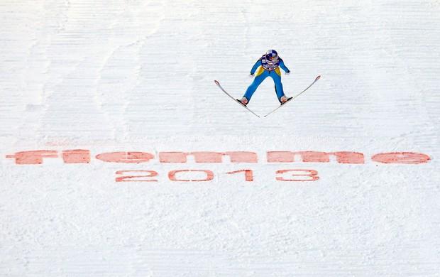 Sarah Hendrickson ouro no Mundial de esqui saltos, na Itália (Foto: Reuters)