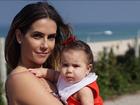 Deborah Secco posa com a filha em clique compartilhado por Hugo Moura