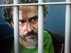 Zé pede para dar telefonema (Foto: TV Globo)