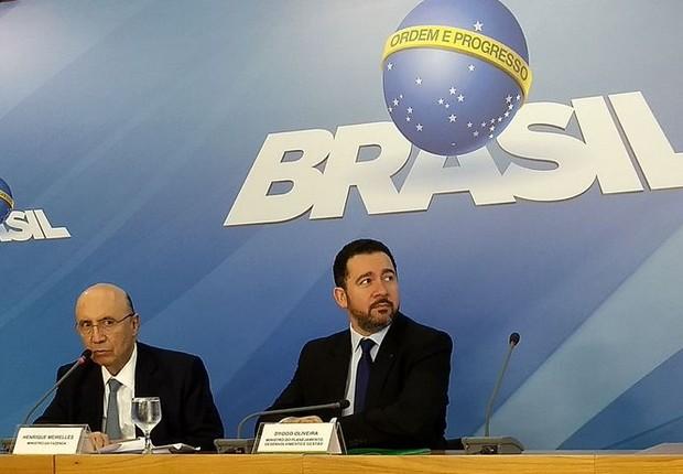 O ministro da Fazenda, Henrique Meirelles, ao lado do ministro do Planejamento, Dyogo de Oliveira (Foto: Valter Campanato/Agência Brasil)