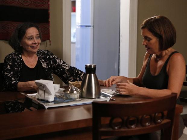 Celina e Inês em cena de Babilônia (Foto: Felipe Monteiro / Gshow)