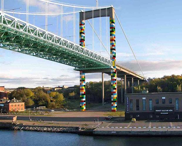 Grafites em ponte na Suécia imitam LEGO (Foto: Divulgação)