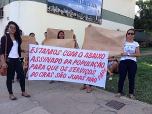 Moradores do Bairro São Judas pedem pela não paralisação do CRAS (Foto: Pablo Caires/Inter TV)