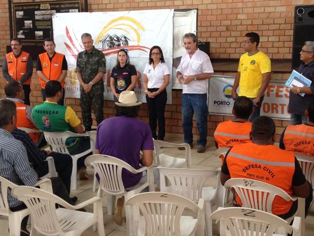 Representantes de blocos de rua, Exército e Defesa Civil lançam campanha Neste carnaval participe, faça sua doação (Foto: Gaia Quiquiô/G1)