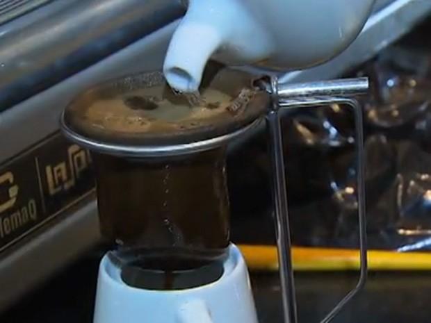 Pesquisadora de Amparo desenvolve café alcoólico tão forte como vodka. Cafe