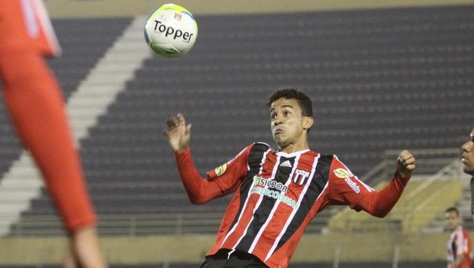 Oliveira, volante do Botafogo-SP (Foto: Rogério Moroti/Ag. Botafogo)