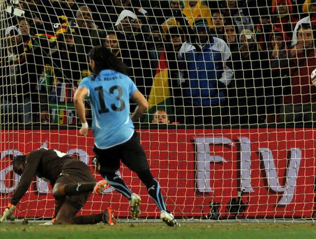 abreu penalti uruguai x gana (Foto: AFP)