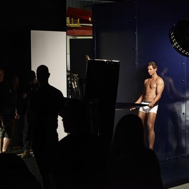 Rafael Nadal posa bem à vontade pra Tommy Hilfiger (Foto: Divulgação)
