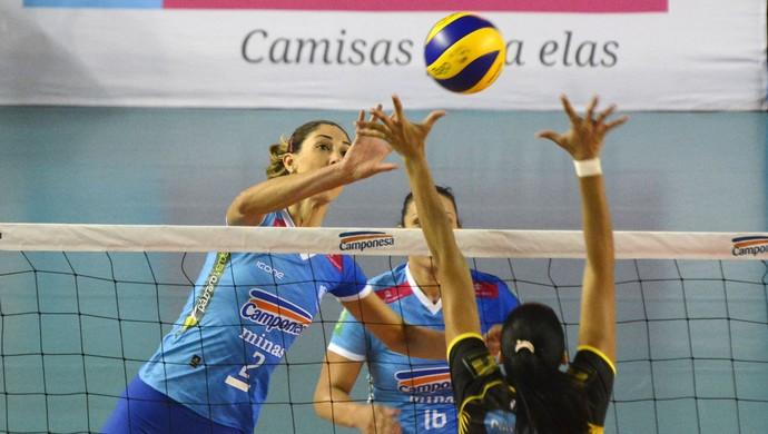 Central Carol Gattaz teve papel importante na vitória sobre o Rio do Sul (Foto: Alexandre Arruda/CBV)