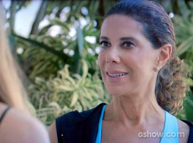 Branca se esforça para ser simpática com Murilo (Foto: Em Família/ TV Globo)