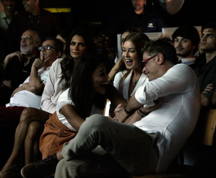 Ju Paes, Marina e Fábio se divertem com clipe (Foto: Raphael Dias/Gshow)