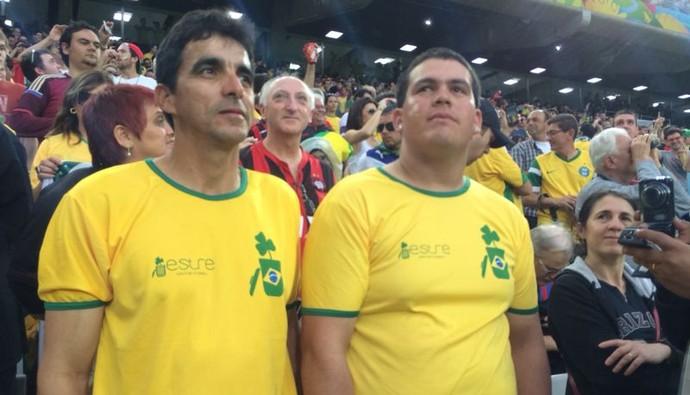 Dupla foi surpreendida com o convite da Fifa para ver o jogo, nesta quinta-feira (Foto: Fernando Araújo)