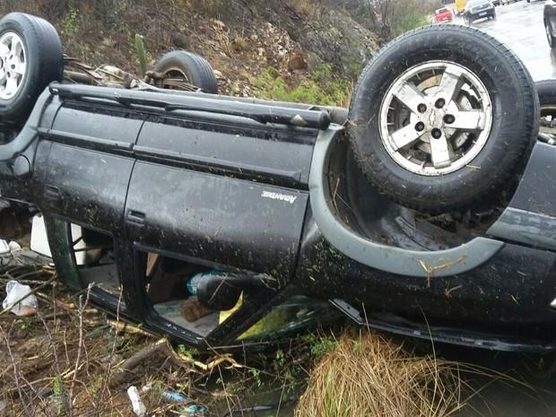 Condutor disse à PRF que perdeu o controle do veículo (Foto: Divulgação/ PRF)