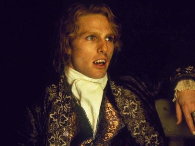 """Em 1994, viveu o vampiro Lestat em """"Entrevista com o vampiro"""", de Neil Jordan, no qual contracenou com o amigo Brad Pitt (Foto: Divulgação)"""