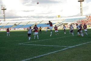 Campinense joga muito mal e consegue milagrosamente um empate contra o Santa Cruz-PB num gol de pênalti aos 50 do Segundo Tempo