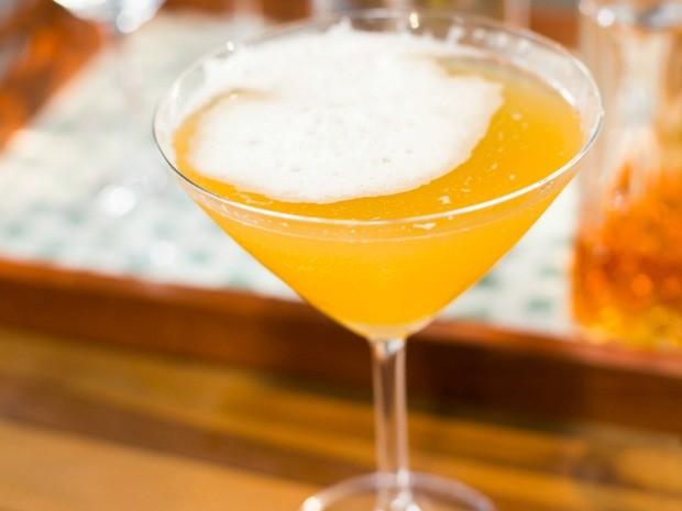 Saiba como fazer o drinque Algonquin (Foto: Robert Schwenck)