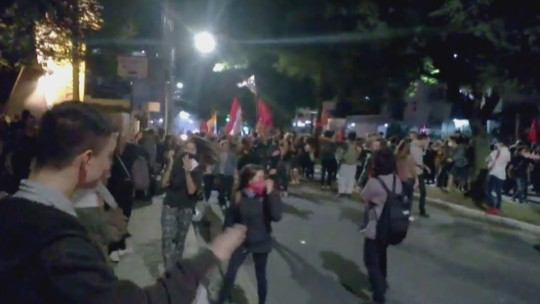 Protesto contra Temer em Florianópolis tem confusão e bombas de efeito moral
