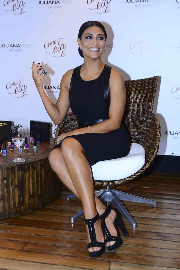 Juliana Paes o lançamento de sua linha de esmaltes  (Foto: Léo Franco/AgNews)