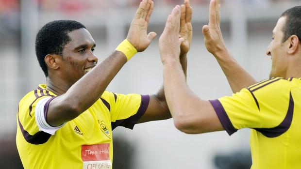 Samuel Eto´o comemora gol do Anzhi sobre o Honved (Foto: EFE)