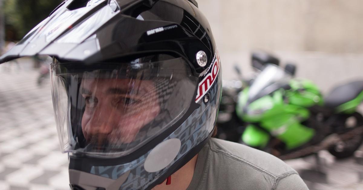 c3bdc467118b5 G1 - Capacete para moto não é boné  saiba como usá-lo corretamente -  notícias em Dicas de Motos