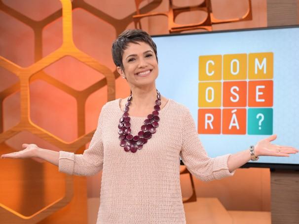 A apresentadora Sandra Annenberg no estúdio onde será gravado o novo programa 'Como Será?' (Foto: Divulgação/José Paulo Cardeal)