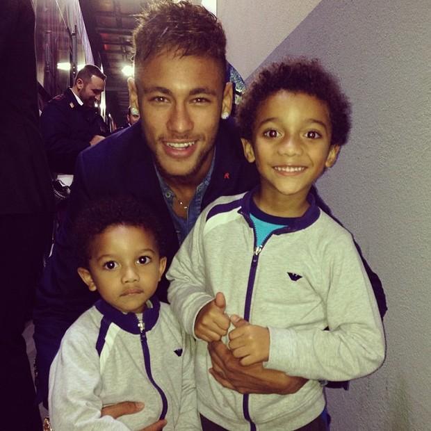 Neymar Daniel Alves Confira Os Boleiros Que Entraram: Neymar Paparica Filhos De Robinho Após Jogo