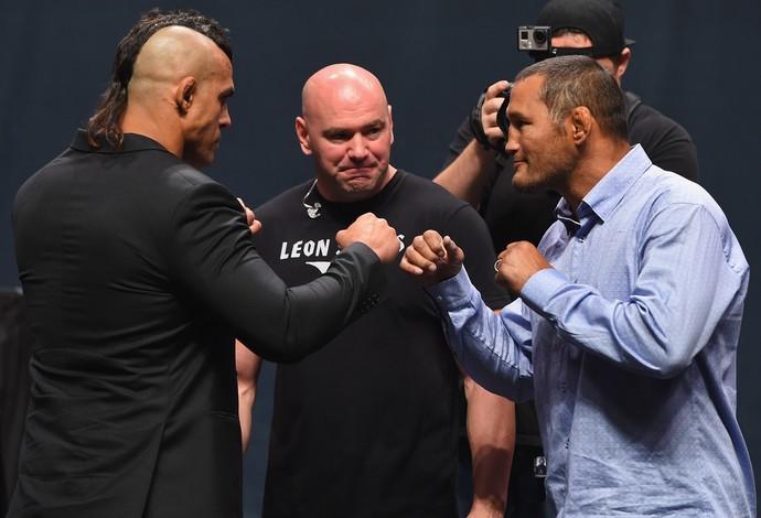 Vitor Belfort x Dan Henderson encarada UFC Go Big (Foto: Getty Images)
