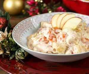 Salada natalina de peito de peru com maionese e frutas