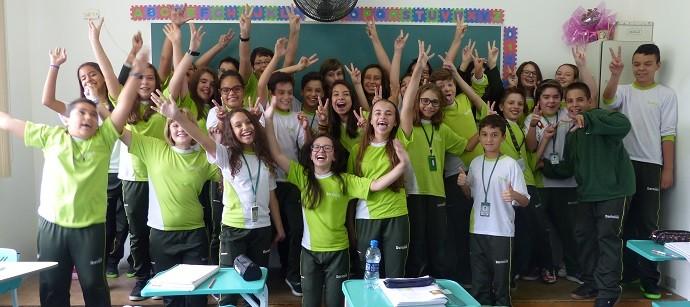 A participante, que está no 7º ano do ensino fundamental, e sua turma (Foto: Divulgação/RPC)