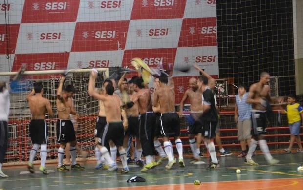 Jogadores da AABB comemoram o tri campeonato estadual (Foto: Duaine Rodrigues)