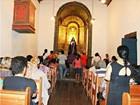 Tradicional via sacra de Minas Novas leva fiéis para as ruas da cidade