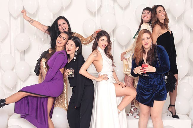 Convidados do casamento com a noiva (Foto: Photomatonchic)
