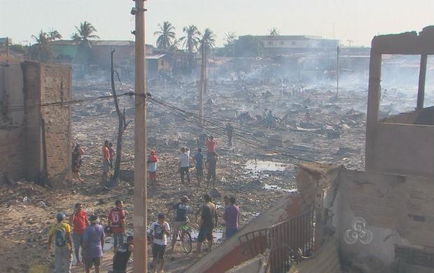 Local do incêndio no dia seguinte parecia uma cena de guerra. (Foto: Reprodução/TV Amapá)