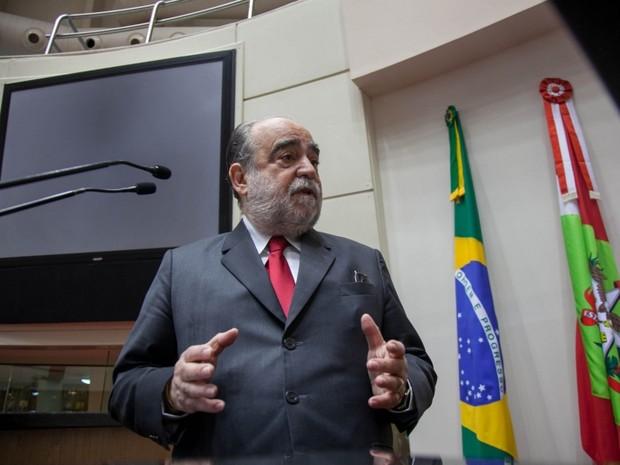 Delfim Peixoto dirigia FCF há 27 anos segundo entidade (Foto: Alesc/Divulgação)