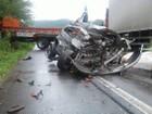 Mãe e filho morrem após colisão frontal entre carro e caminhão no RS