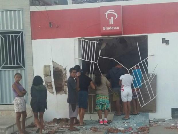 Agência bancária ficou destruída com a explosão (Foto: Cedida/Joabson Silva)