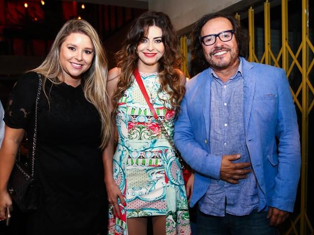 Wolf Maya com a namorada, Renata Bonjesus e a filha Manu Maya em festa em São Paulo (Foto: Manuela Scarpa/ Brazil News)