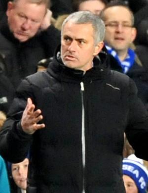 José Mourinho jogo Chelsea contra Swansea City (Foto: AFP)