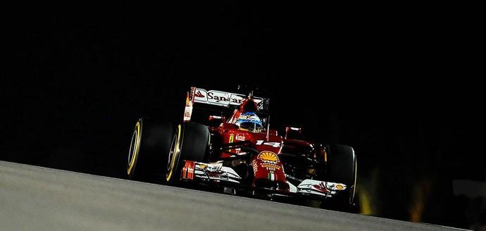 Alonso supera Mercedes e põe Ferrari no topo no 1º treino livre de Cingapura Bx5u6umcqaink5s