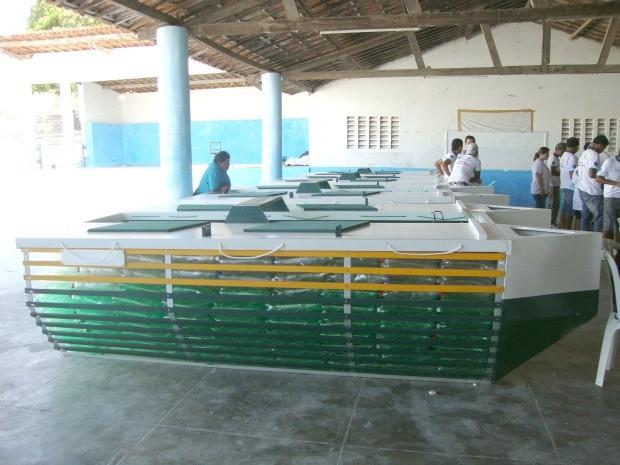 Construção de  barcos com Pet (Foto: Divulgação/Governo do Ceará)