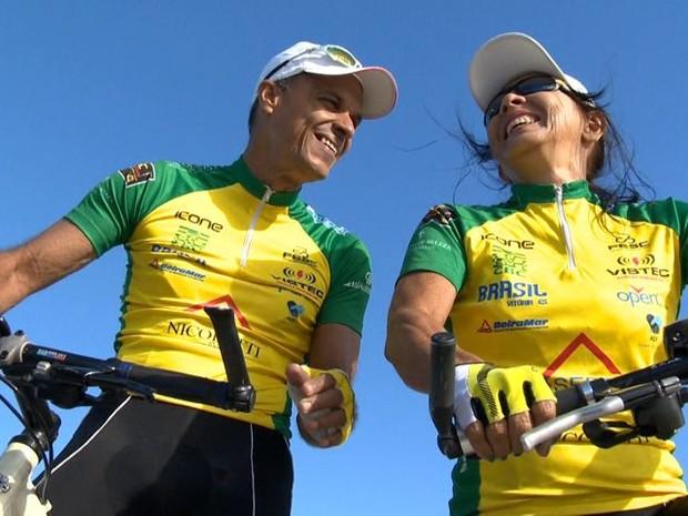 Casal se prepara para a primeira viagem internacional sobre duas rodas (Foto: Reprodução/ TV Gazeta)