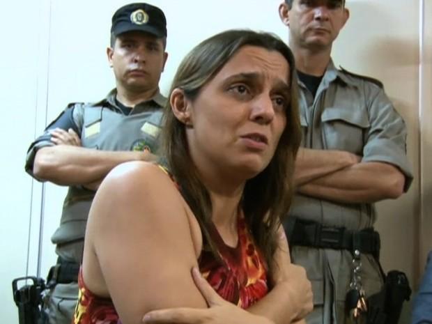 Márcia Zaccarelli é suspeita de matar e esconder corpo da filha em escaninho, em Goiânia, Goiás (Foto: Reprodução/TV Anhanguera)