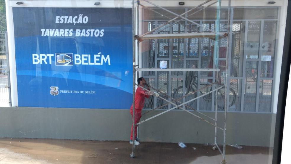Estação Tavares Bastos seria entregue com o Terminal São Brás, mas seguia em obras na manhã deste sábado, 17. (Foto: Ronan Frias/TV Liberal)