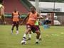Sem esquecer rival, Rossato põe Tiva para treinar em campo reduzido
