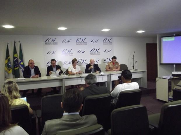 Em reunião, arcebispo de Natal, Dom Jaime Vieira, cobrou mais subsídios (Foto: Caroline Holder/G1)