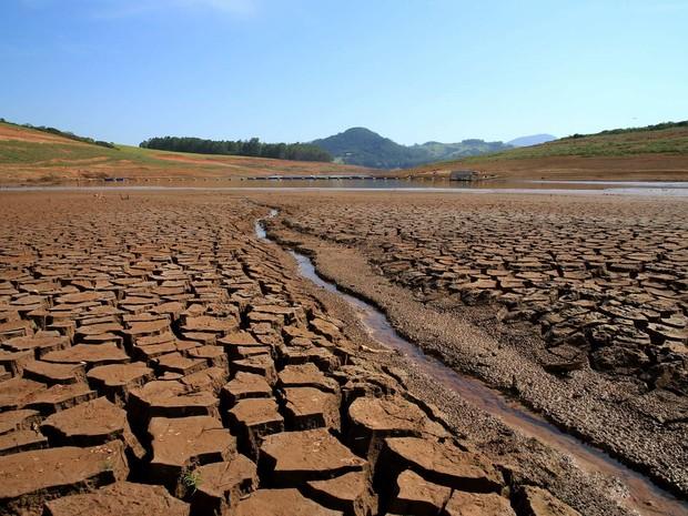 Represa reserva Jaguari-Jacareí, na cidade de Bragança Paulista, no interior de São Paulo, neste domingo.  (Foto: Luís Moura/Estadão Conteúdo)
