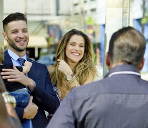 Marlene apresenta Alberto, seu novo ajudante (Foto: TV Globo)